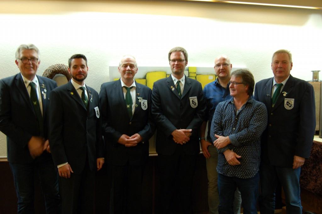 Der Vorstand mit den neu gewählten Mitgliedern Ingo Willering und Rolf Lürwer